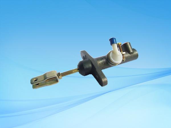 NHR五十铃100P(改型)离合总泵